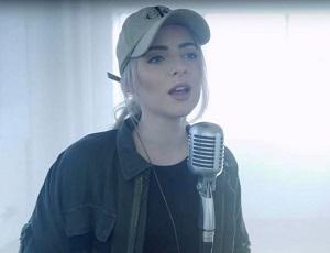 YouTube: dziewczyna coveruje Shape Of You i rozbija bank