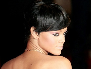 Rihanna nago pod prysznicem. Wokalistka zagra w kultowej scenie